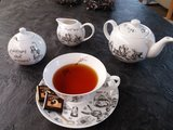 Earl Grey zwarte thee met Alice in Wonderland porselein