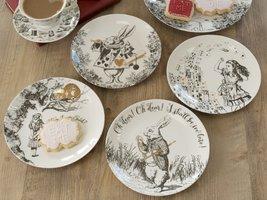 V&A Alice in Wonderland dessertbordjes